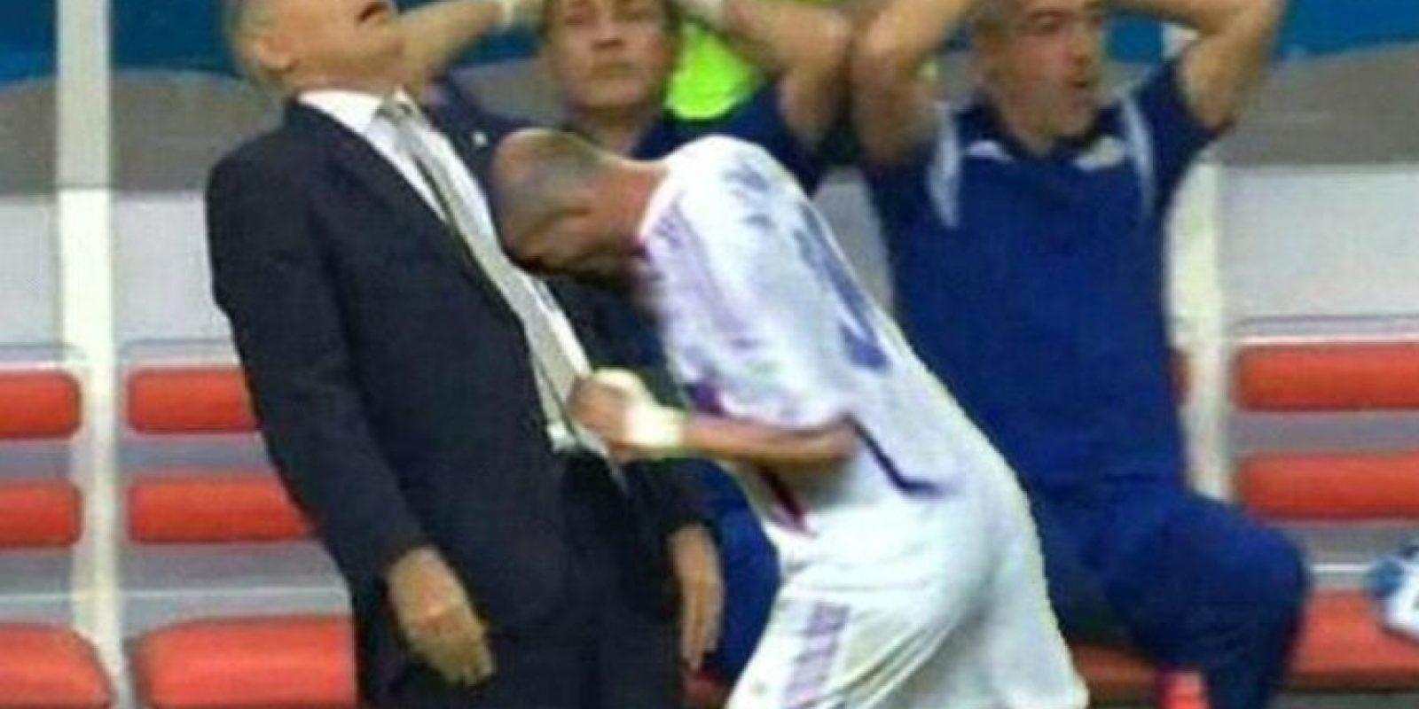 Alejandro Sabella, ex DT de Argentina, casi se cae en un partido de la Albiceleste en el Mundial Foto:Twitter