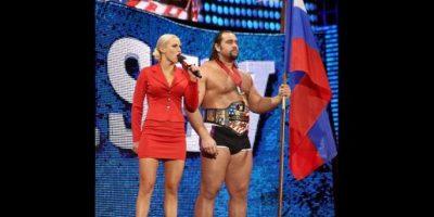 Rusev, con la compañía de Lana Foto:WWE