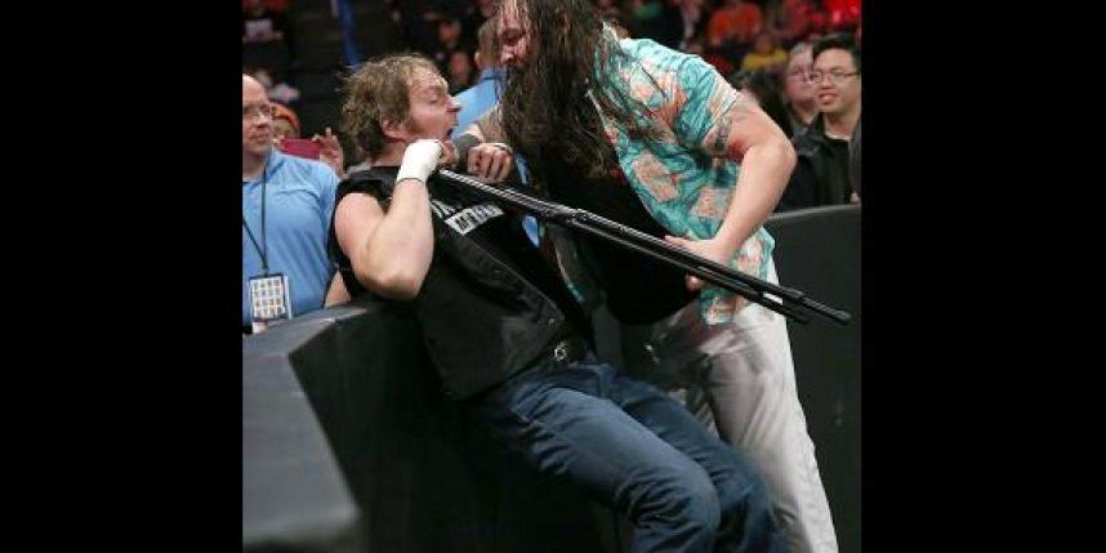 Dean Ambrose y Bray Wyatt se verán las caras en una lucha de mesas, escaleras y sillas Foto:WWE
