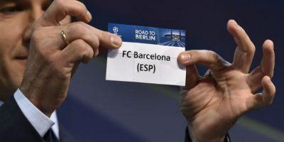 El embajador de la Champions, Karl-Heinz Riedle, durante el sorteo. Foto:AFP