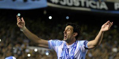 Así celebró Diego Milito, de Racing Club, el campeonato del futbol argentino. Foto:AFP