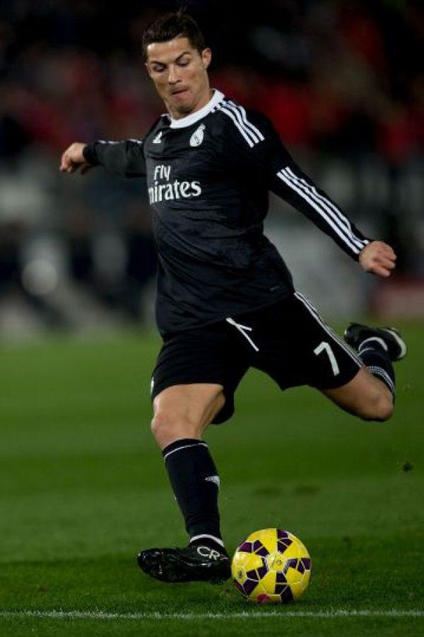 Junto a Messi y el portero Manuel Neuer, el luso es uno de los finalistas para ganar el Balón de Oro Foto:Getty
