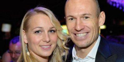 Arjen Robben y su esposa Bernadien, en la fiesta de fin de año del Bayern Múnich Foto:Twitter