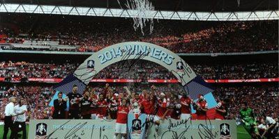 Una foto del recuerdo con el Arsenal campeón de la FA Cup. Foto:unitedcharity.de