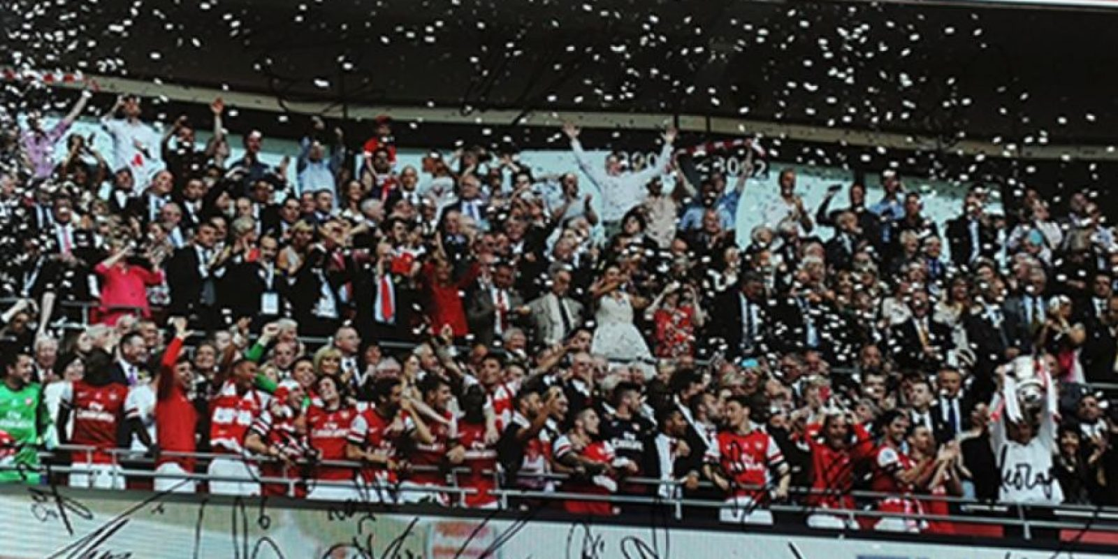 Foto del Arsenal con el trofeo de la FA Cup. Foto:unitedcharity.de