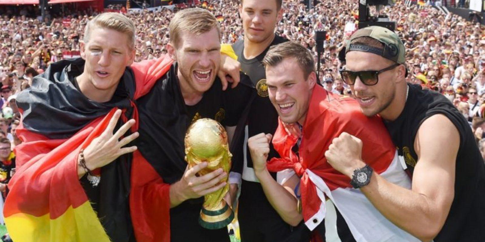 La utilizó durante los festejos en Alemania al ganar el Mundial. Foto:unitedcharity.de