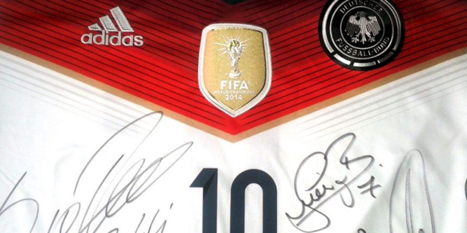 Está firmada por toda la plantilla alemana. Foto:unitedcharity.de