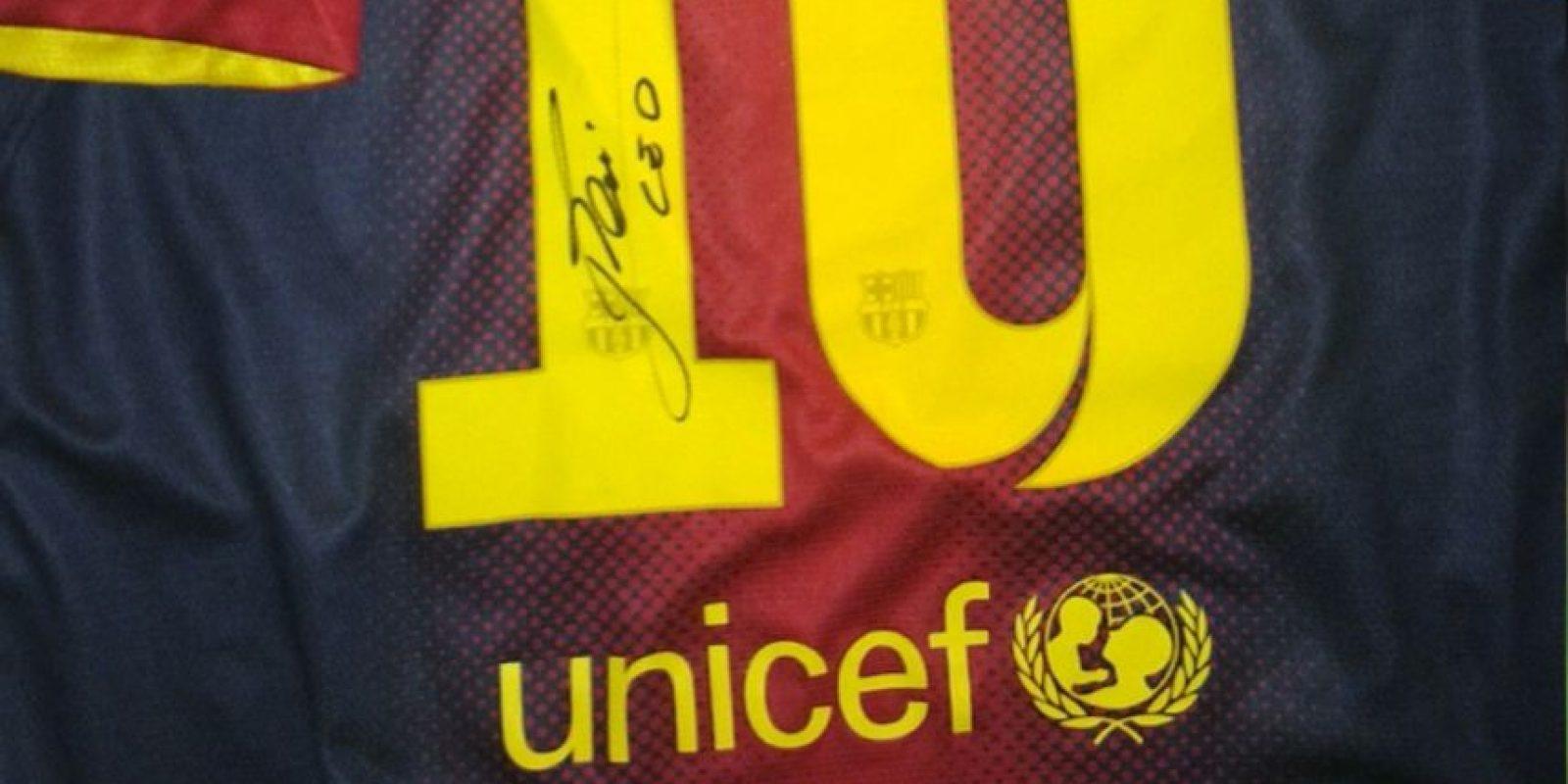 La firma de Leo está en la parte trasera de la camiseta. Foto:unitedcharity.de