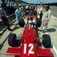 Aunque solamente fue parte de Ferrari en cinco Grandes Premios de la Fórmula 1, durante varias carreras corrió con autos de la marca italiana. Foto:Twitter