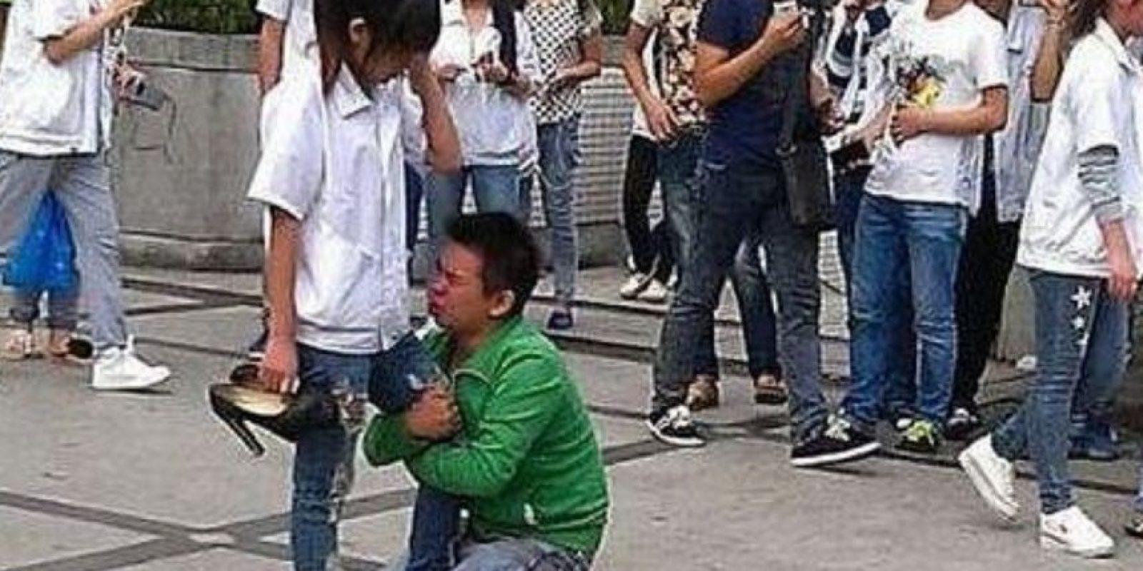 Si él no se cambió de colegio, pobrecito. Foto:Weibo