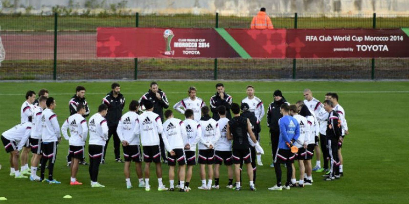 El Real Madrid durante el entrenamiento de este lunes. Foto:AFP