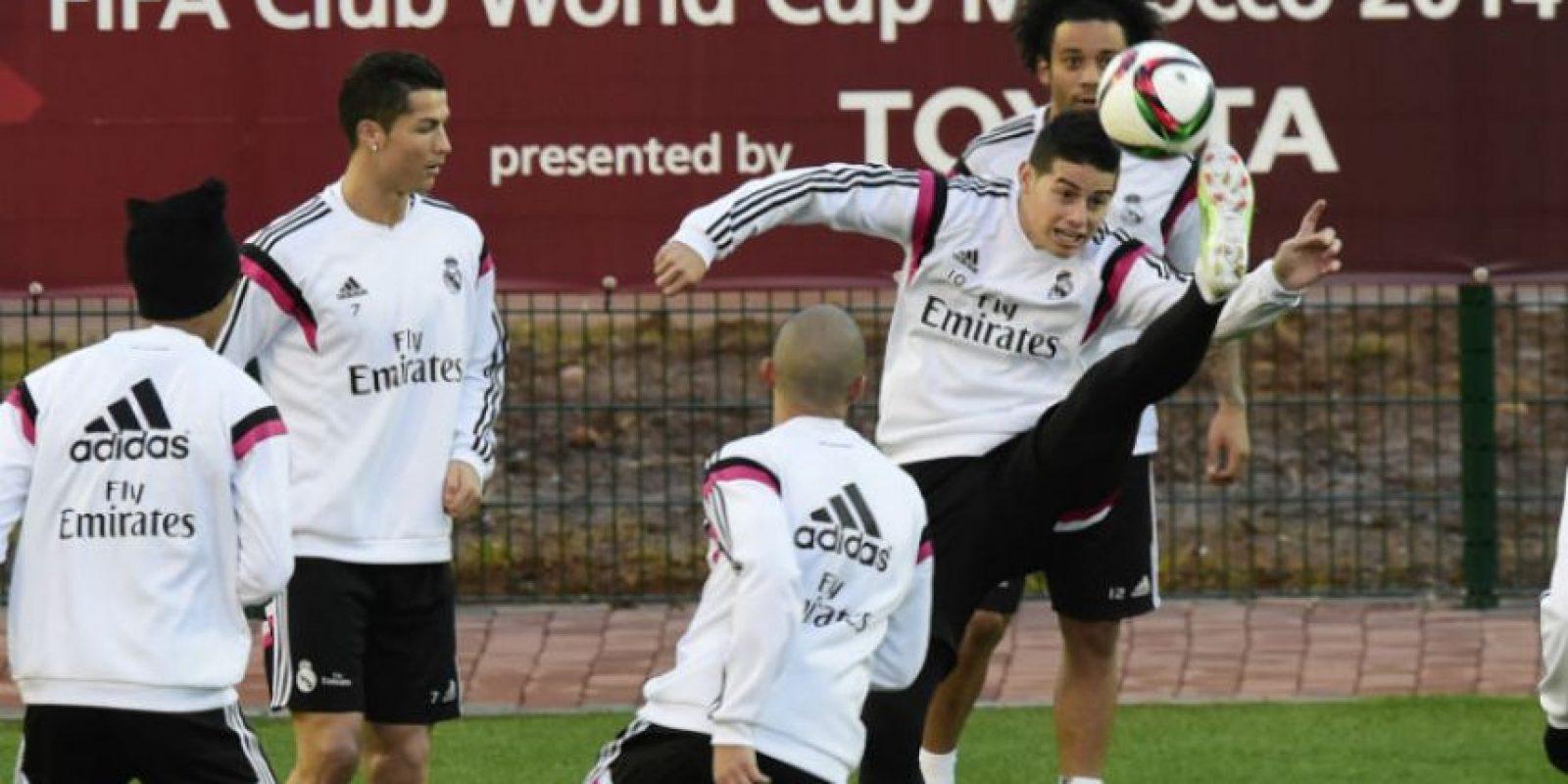 James Rodríguez continuó su recuperación durante el entrenamiento de este lunes. Foto:AFP