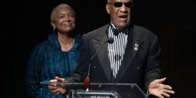 """""""Él es la víctima"""" dice la esposa de Bill Cosby"""