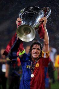El defensa español pasó toda su carrera con el Barcelona de España, club con el que ganó seis Ligas, seis Supercopas españolas, dos Copas del Rey, tres UEFA Champions League, dos Mundiales de Clubes y dos Supercopas Europeas. También fue Campeón del Mundo y de la Eurocopa con su selección. Foto:Getty Images