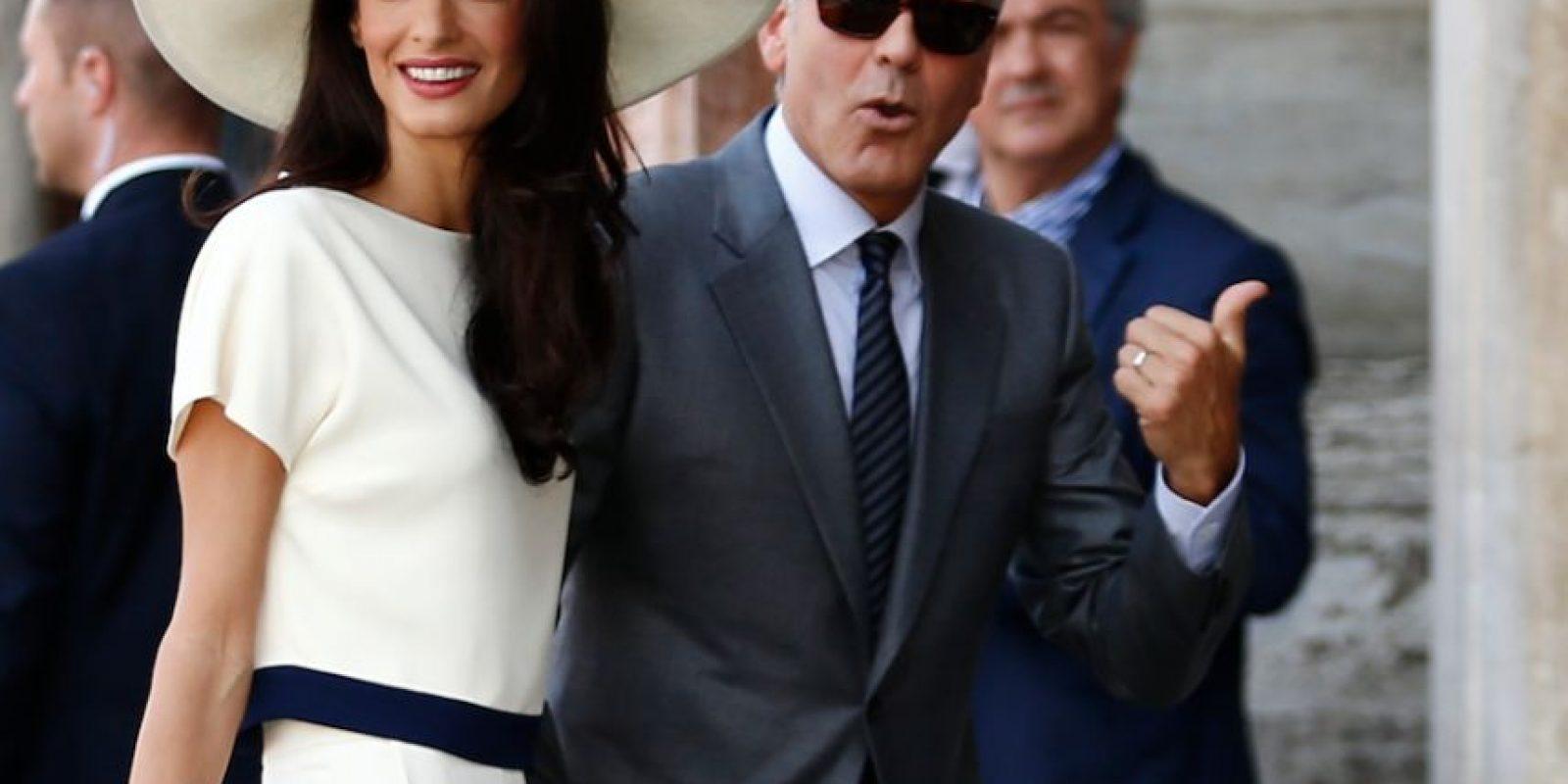 """Su enterizo usado antes de su boda con Clooney hizo las delicias de los amantes de la moda. """"Si se hubiese casado así, hubiese sido la novia más bella del mundo. Y sus piernas son muy largas. Añadamos a esto su hermoso rostro """", afirmó Rosschana Bracho, bloguera venezolana y creadora del portal Miss Monroe. Foto:AFP"""