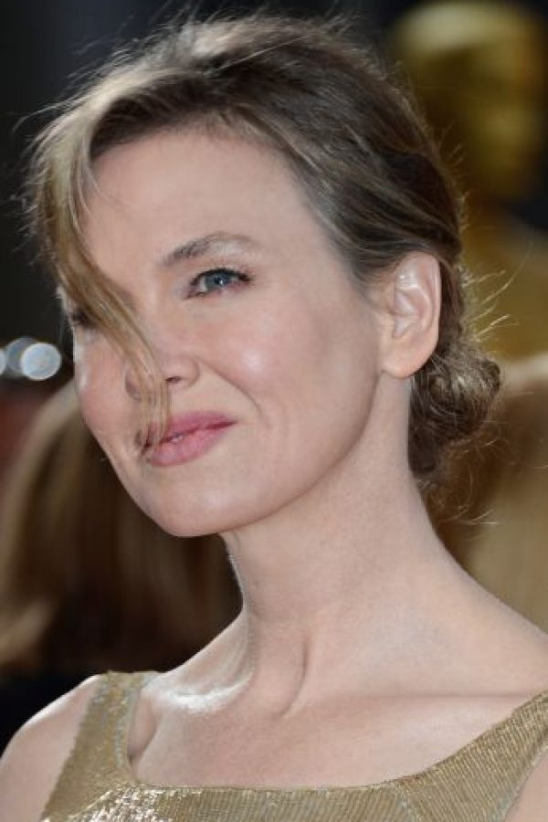 """La protagonista del filme """"El diario de Bridget Jones"""" impactó al público después de que presentara un radical cambio en su rostro. Foto:Getty Images"""