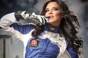 Además de su pasión por las carreras, a Inessa le encanta el modelaje. Foto:dpccars.com