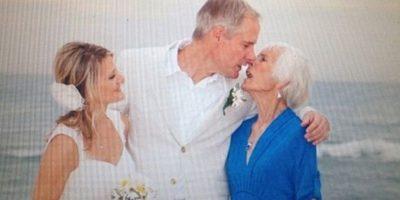 Mamá merece compartir mi amor. Foto:Awkward Family Photos