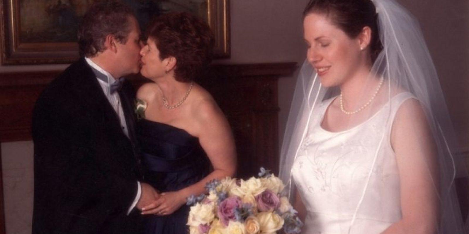 ¿En serio, cariño? ¿A tu madre primero? Foto:Awkward Family Photos