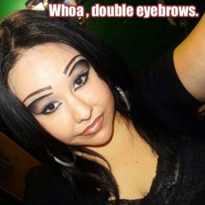 ¿Qué hacen esos lindos ojos bajo esas dos cejas? Perdón, cuatro. Foto:Pinterest
