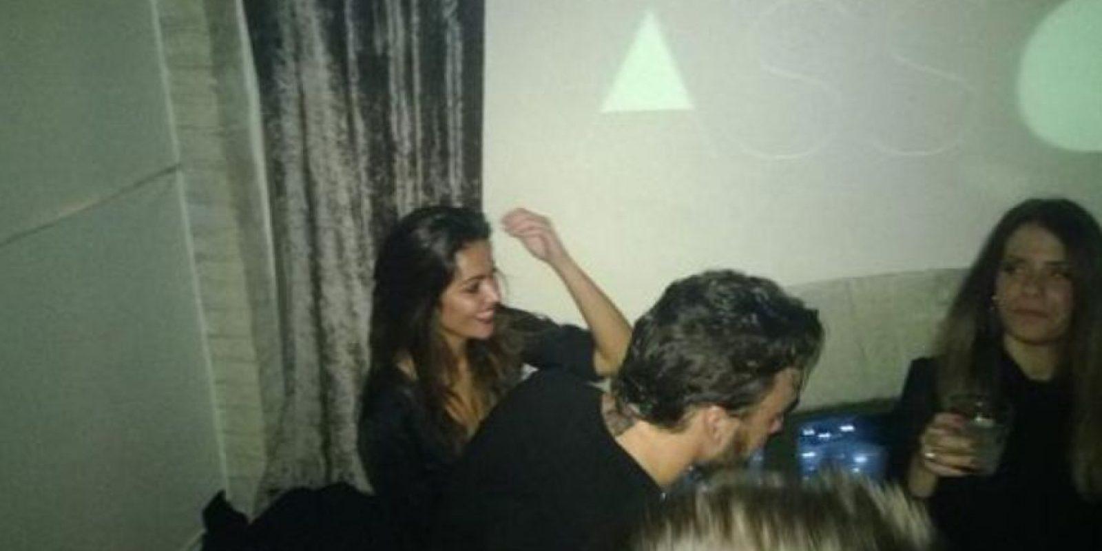 Fue visto en la fiesta de Ferrari al lado de la periodista Lara Álvarez Foto:Twitter: @rubencima