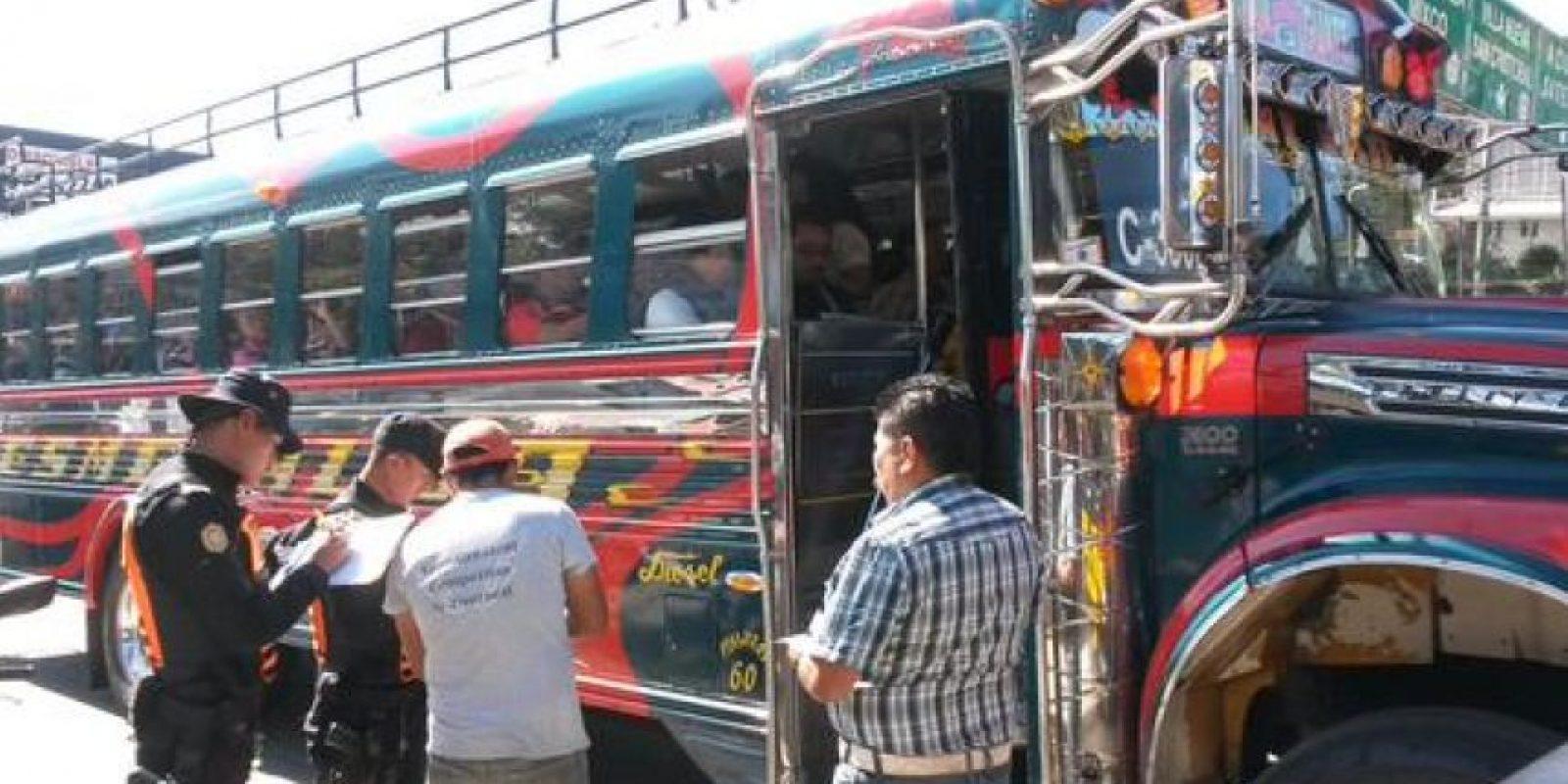 Los buses que se dirigen al occidente son detenidos. Foto:PNC Tránsito