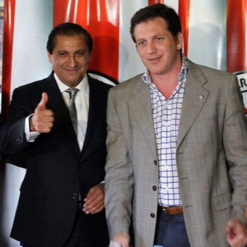 Díaz junto con el presidente de la Asociación Paraguaya de Futbol, Alejandro Domínguez. Foto:AFP