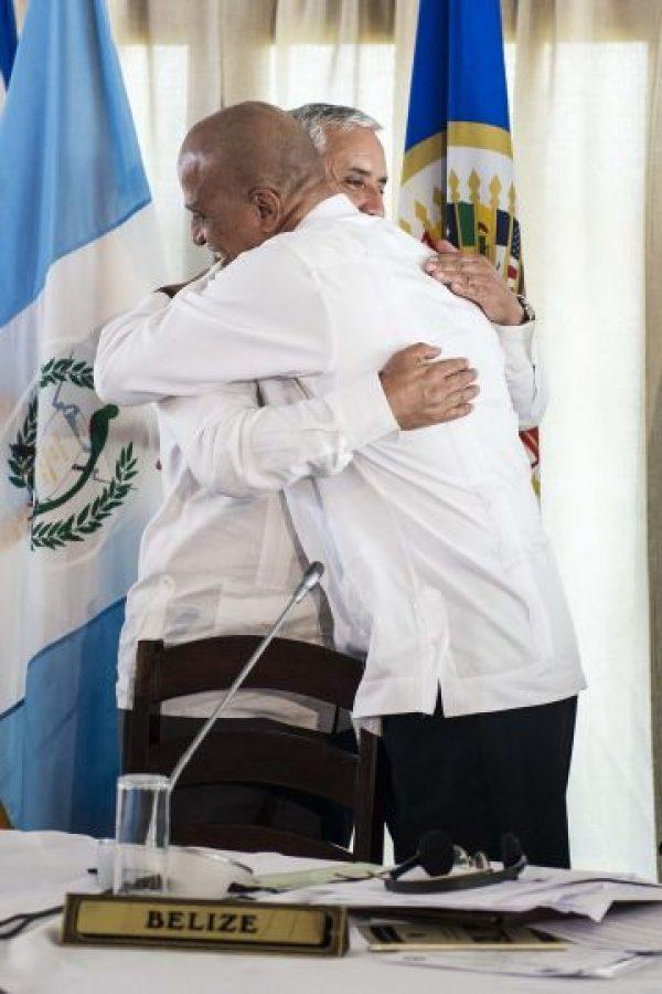La conferencia culminó con un abrazo entre mandatarios. Foto:Oliver de Ros
