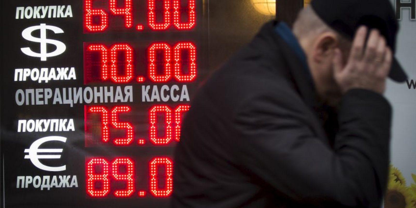 El rublo, la moneda oficial rusa, se encuentra en uno de sus peores momentos en los últimos años Foto:AP