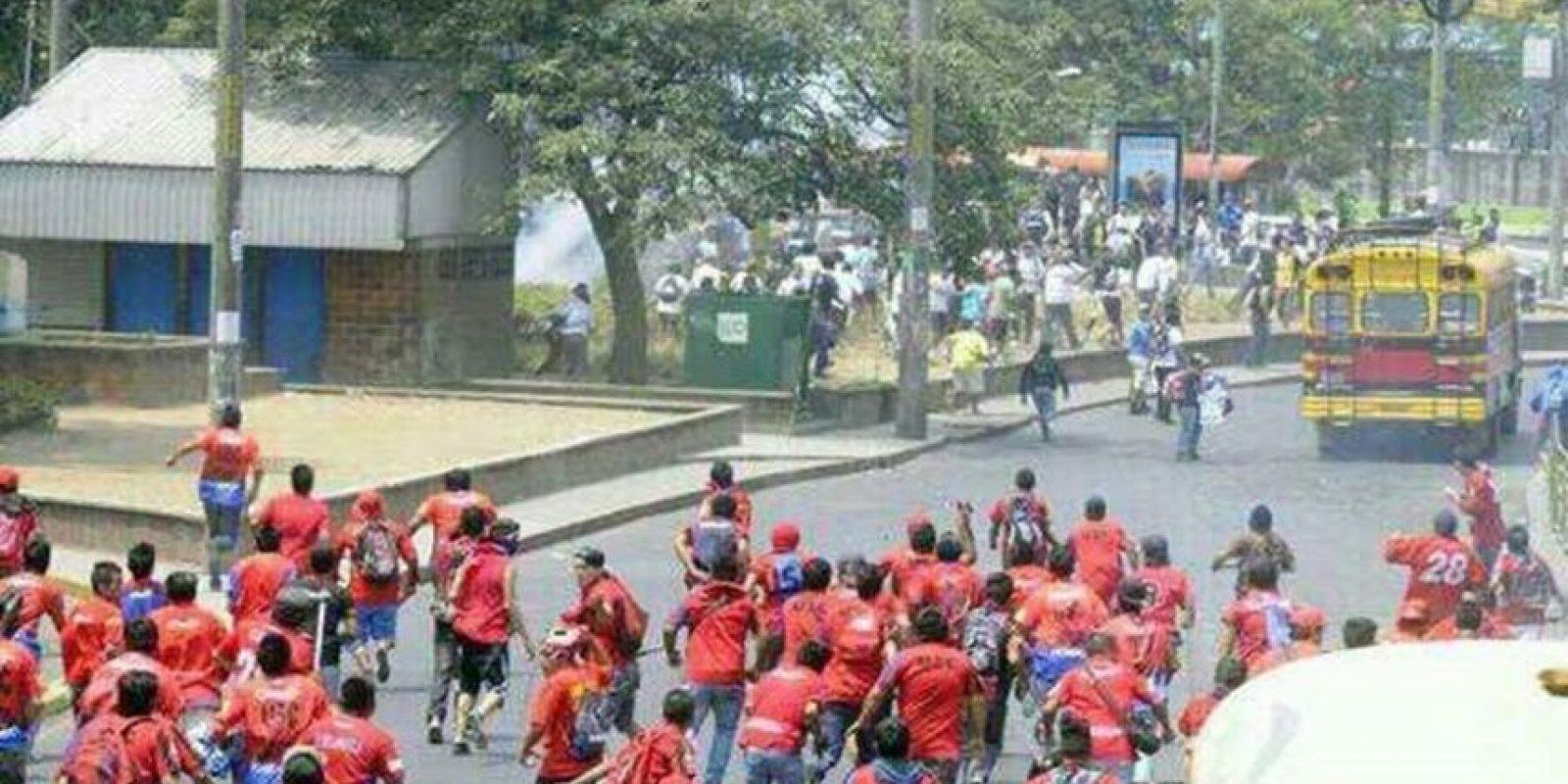 Aficionados de Municipal terminaron con la vida del aficionado crema Kevin Díaz, en los alrededores del estadio El Trébol, el torneo anterior. Foto:emisorasunidas.com