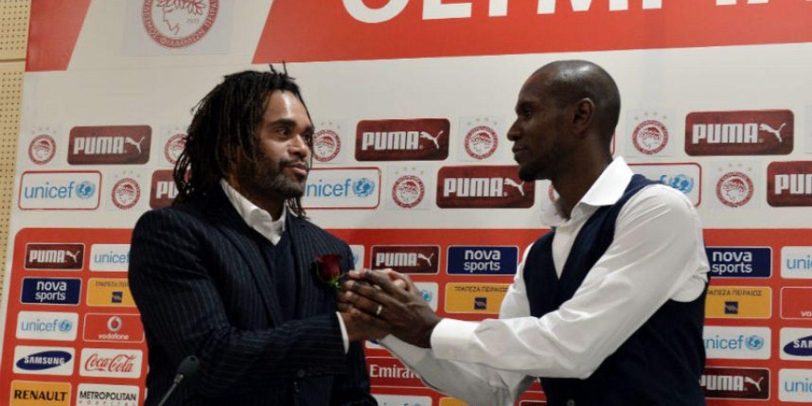 Christian Karembeu junto con Éric Abidal. Foto:AFP