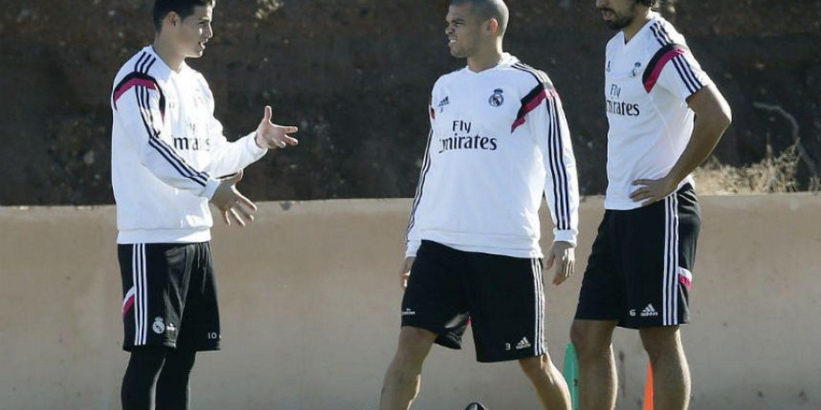El Real Madrid durante el entrenamiento de este jueves.. Foto:EFE