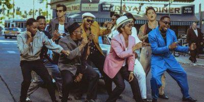 """Mark Ronson está golpeando las ondas sonoras el 27 de enero con el lanzamiento de su cuarto álbum de estudio """"Uptown Special"""". Es el seguimiento de su álbum de 2010 """"Record Collection"""" y la reciente colaboración con Bruno Mars en """"Uptown Funk"""". Foto:Twitter/Mark Ronson"""