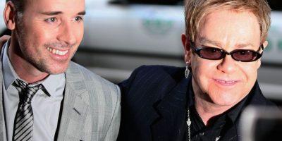 """""""Yo siempre dije 'no' porque tengo 62 años y creo que con los viajes y la vida que tengo, no sería justo para el niño. Pero al ver a Lev, he cambiado"""", mencionó Sir Elton John en aquel tiempo, según el diario """"El país"""". Foto:Getty Images"""