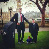 Ellos son el hombre más alto y más bajo del mundo. Foto:Instagram/guinnessworldrecords