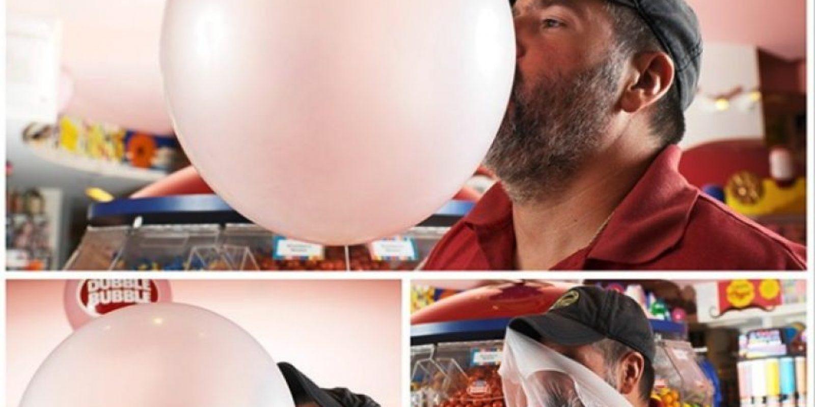 El puede hacer las bombas de chicle más grandes Foto:Instagram/guinnessworldrecords