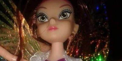 ¡No lo creerán! Niña se sorprende al ver que su muñeca es transexual