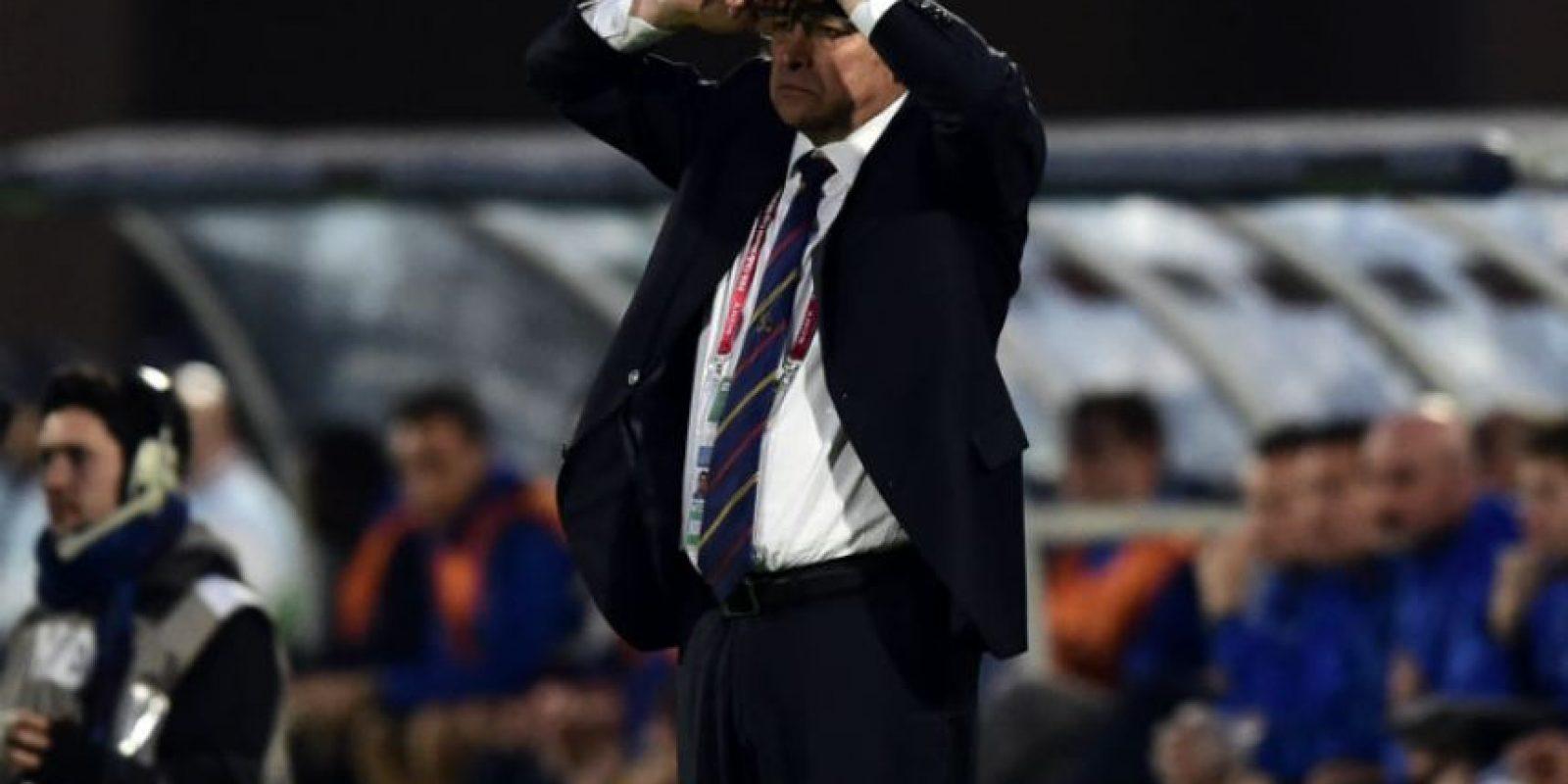 El entrenador de Cruz Azul, Luis Fernando Tena, se lamenta. Foto:AFP
