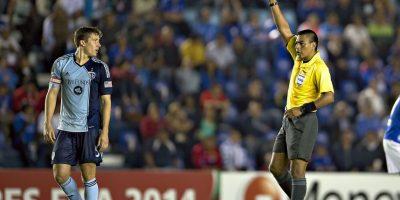 Reacciones por arbitraje de Walter López provocan tensión en la final