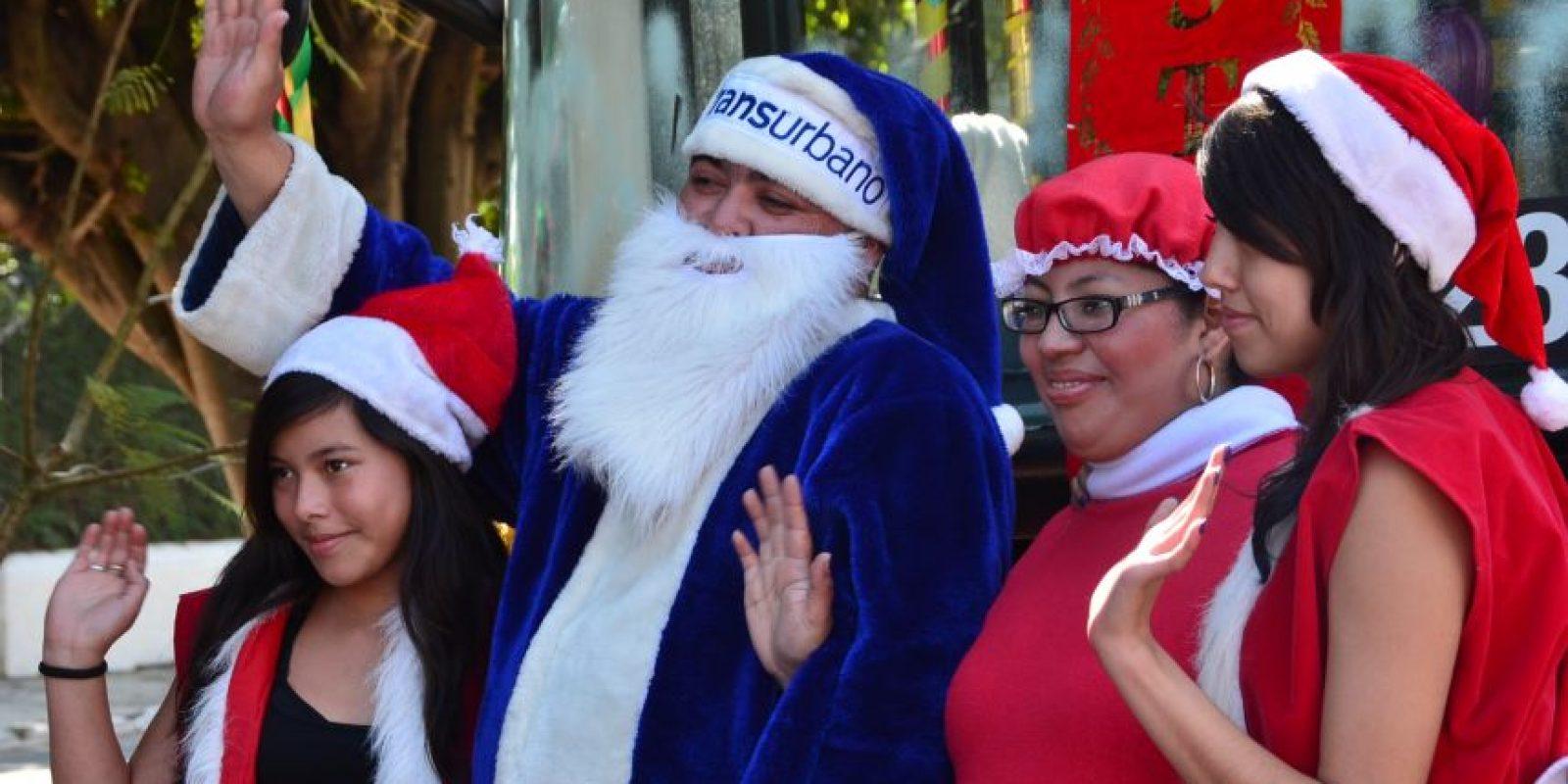 Era acompañado por guapas ayudantes. Foto:José Castro