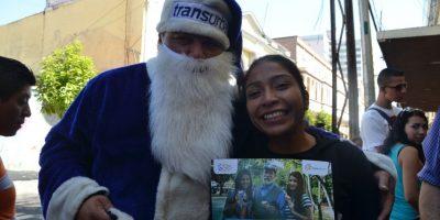 También ha regalado calendarios. Foto:José Castro
