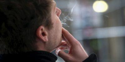6. El humo contiene sustancias como arsénico, cianuro, monóxido de carbono y fenol. Estos componentes dañan nuestros pulmones y aumentan el riesgo de padecer cáncer. Foto:Getty Images