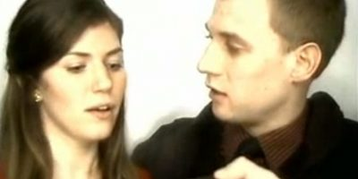 VIDEO: Le pidió matrimonio a su novia en una cabina de fotos y esta fue su reacción