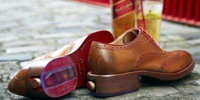 FOTOS. Zapatos diseñados para tomar whisky