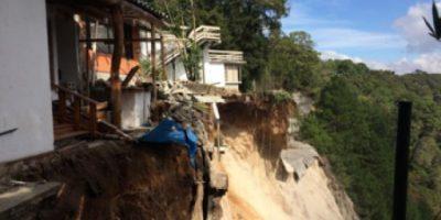 Conred evacua a cinco familias por deslizamiento en el Zapote