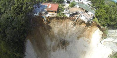 Una casa perdió dos habitaciones y una parte quedó en el aire. Foto:Conred