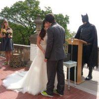 Boda oficiada por Batman Foto:Agencias