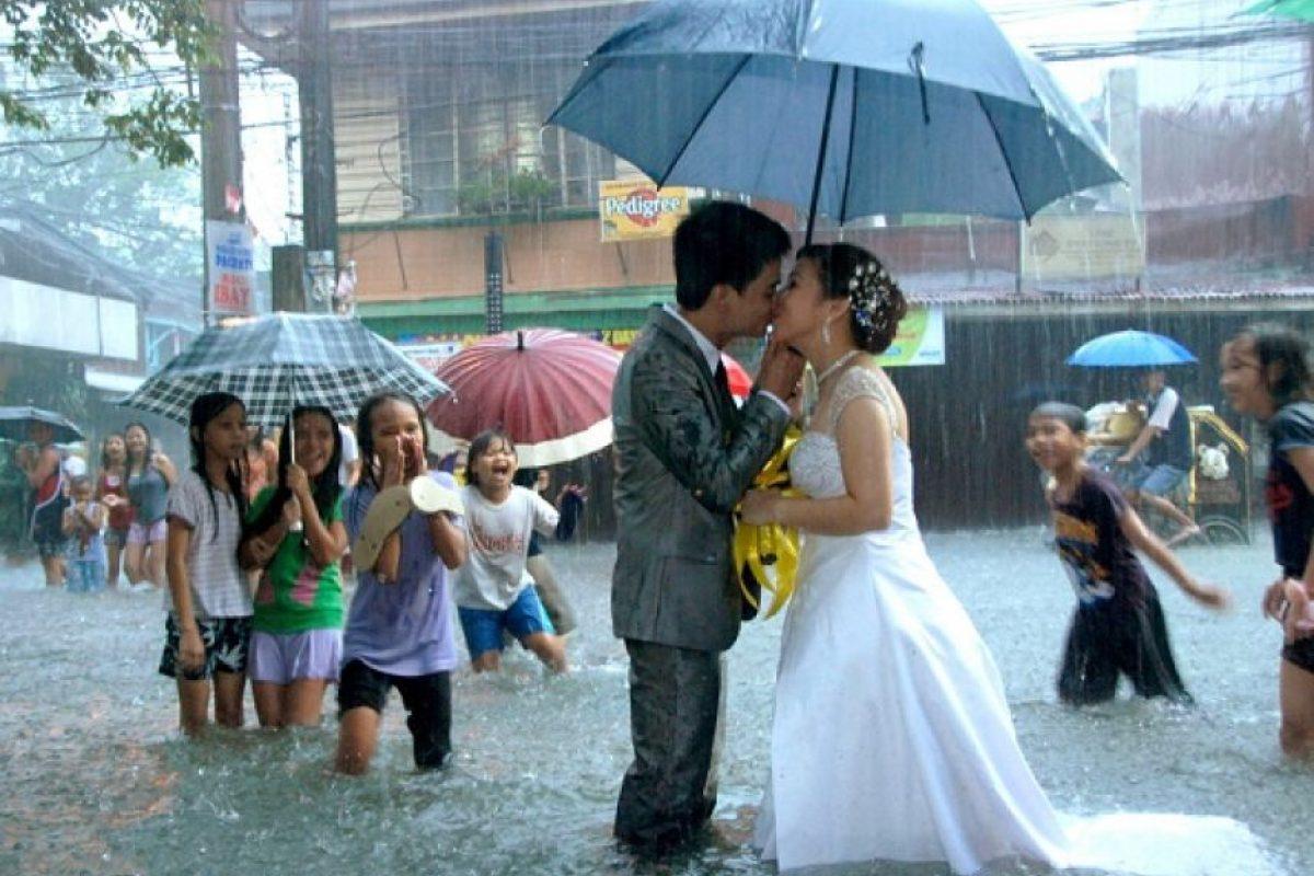Se casan en medio de la tempestad Foto:Agencias