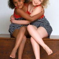 Gemelas con distinto tono de piel Foto:Agencias