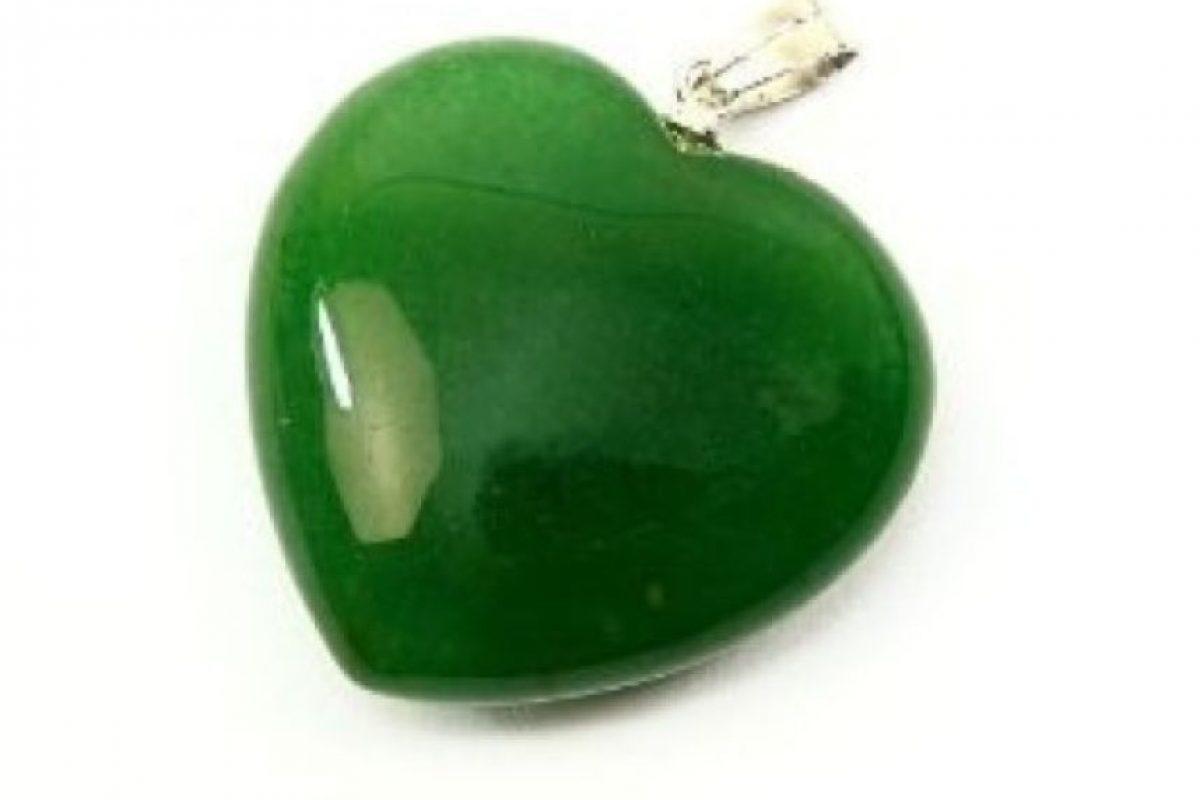 Cáncer Del 22 de junio al 22 de julio (elemento: agua). Te sugiero que consigas una piedra de Jade en forma de corazón y ponla junto a unas piedras de obsidiana. Foto:Tumblr.com/Tagged-jade-corazón